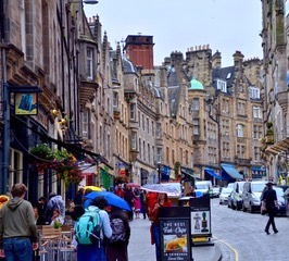 Pubs in Cockburn street Edinburgh