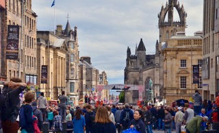 Crowds on the Royal Mile during the edinburg Tattoo